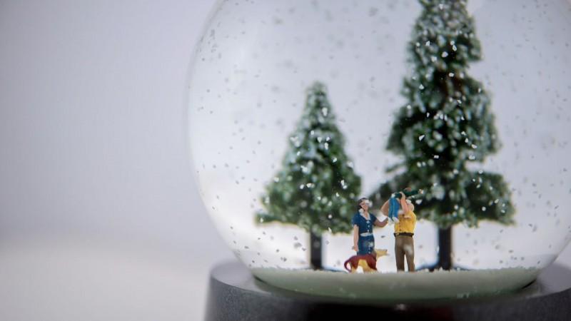 Внутри шаров находятся крошечные 3D-копии заказчиков, членов их семьи и друзей