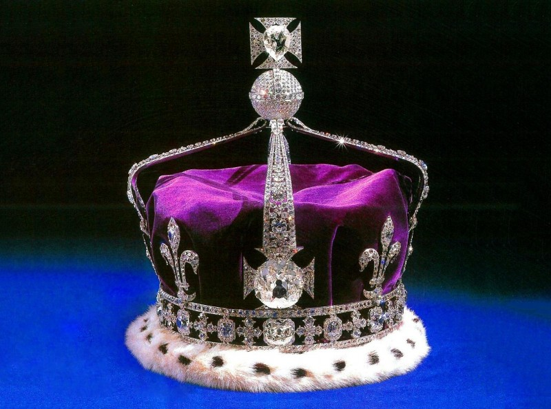 Корона Елизаветы II с бриллиантом Кохинур
