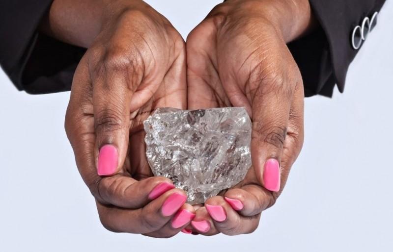 Алмаз весом 1111 карат, найденный в Ботсване