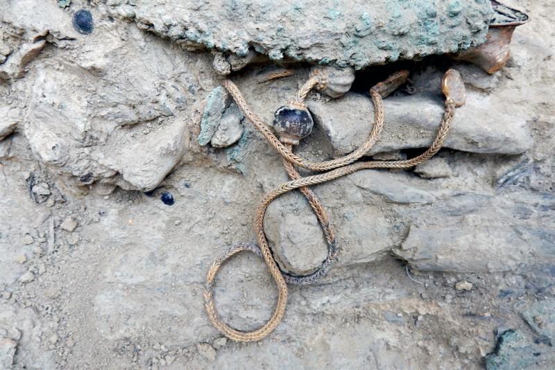 Золотое колье, найденное на раскопках. Фото University of Cincinnati