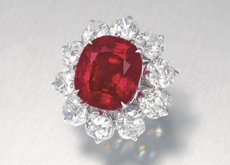 Кольцо с бирманским рубином Crimson Flame весом 15 карат