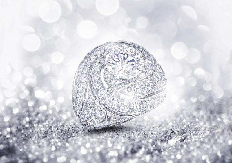 Кольцо Graff с бесцветными бриллиантами