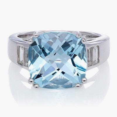 Серебряное кольцо с топазом Sky Blue. Фото: diamondwave.com