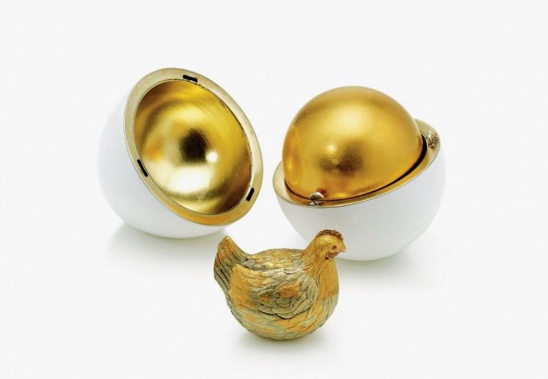 Первое яйцо Фаберже «Курочка», созданное по заказу Александра III в 1885 году