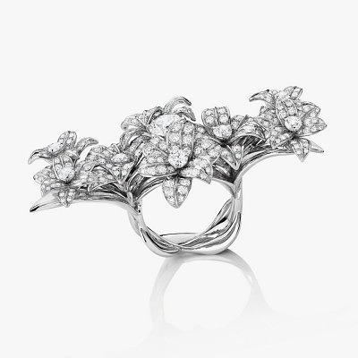 Бриллиантовое кольцо с цветами от Mellerio