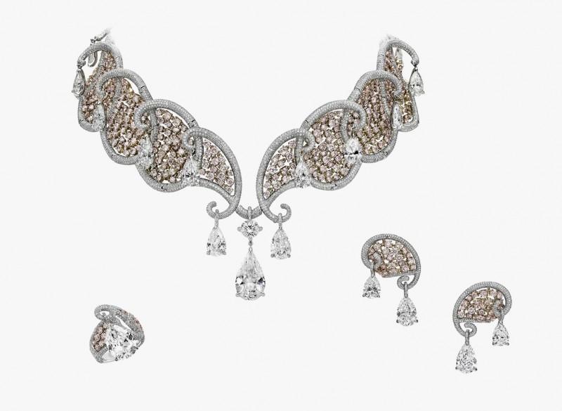 Колье, серьги и кольцо с розовыми и бесцветными бриллиантами из коллекции Ballet Oriental
