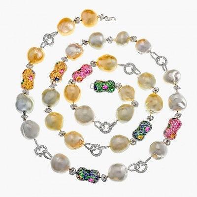 Колье Margot McKinney с жемчугом барокко, инкрустированное также бриллиантами, цаворитами, гранатами и разноцветными сапфирами