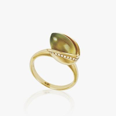 Золотое кольцо с фисташкой — символом бренда Pistachio
