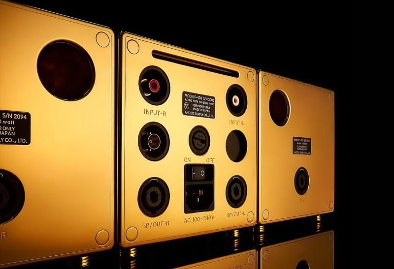 Золотая аудиосистема с River's Tone – вид сзади