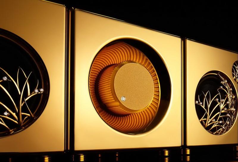 Золотая аудиосистема с River's Tone – вид спереди
