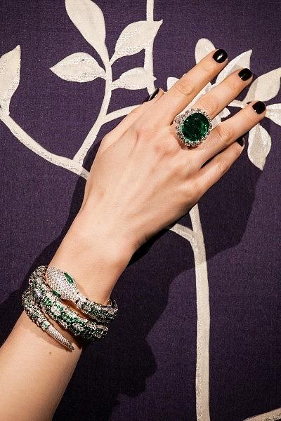 Кольцо с бриллиантами и колумбийским изумрудом весом 18,69 карата
