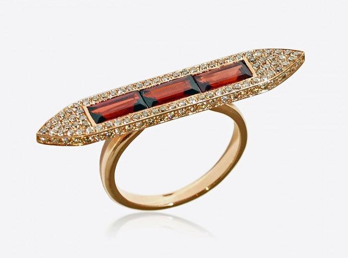 Кольцо из розового золота с гранатами и бриллиантами от Ralph Masri из коллекции Sacred Windows