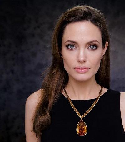(Колье с цитринами, созданное творческим союзом Анджелины Джоли и Роберта Прокопа
