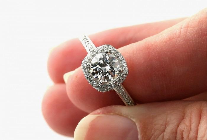 украшения с бриллиантами требуют бережного ухода