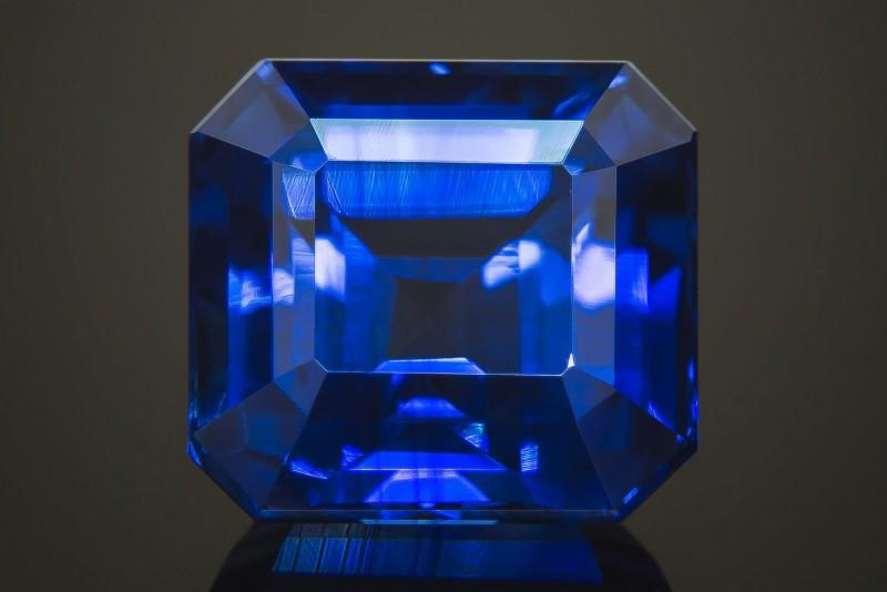 Ограненный сапфир. Фото: greenlakejewelry.com