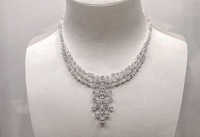 Колье, инкрустированное бриллиантами разной формы огранки общим весом 51,28 карата