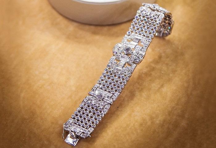 Платиновый браслет в стиле ар деко с бриллиантами общим весом 33 карата, приблизительно 1920 год