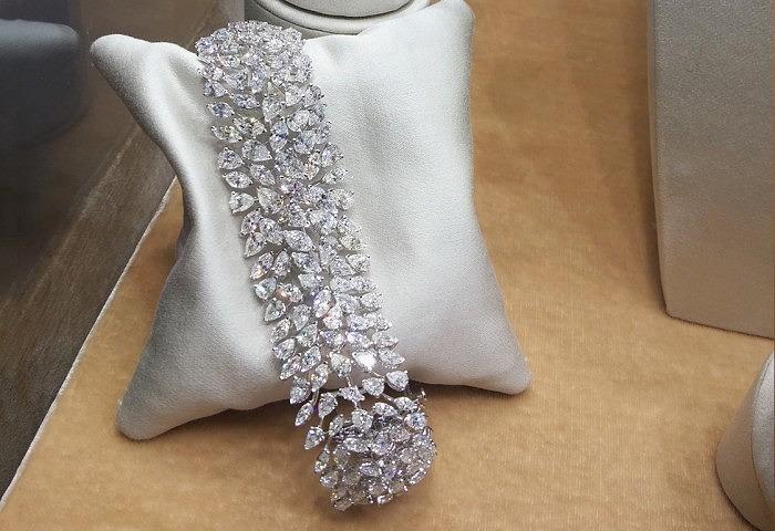 Золотой браслет с бриллиантами огранки «Маркиза» и грушевидной формы общим весом 39,42 карата