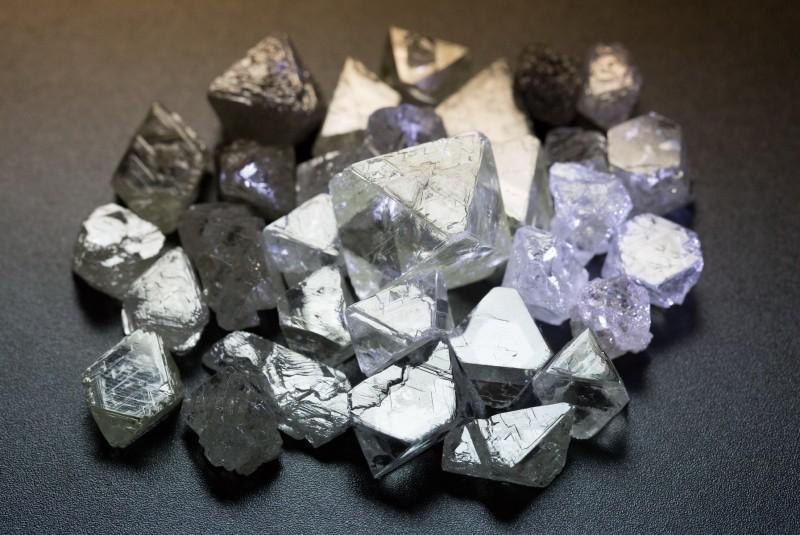 Якутские необработанные алмазы