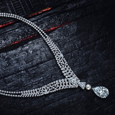 Платиновое колье Pur Absolu с центральным грушевидным бриллиантом весом 30,21 карата, который также можно носить в кольце