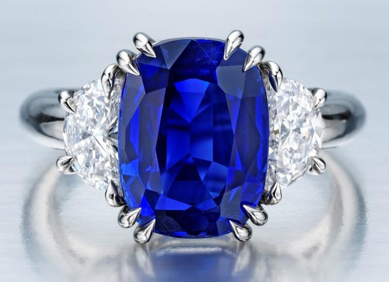 Кольцо с кашмирским сапфиром и бриллиантами
