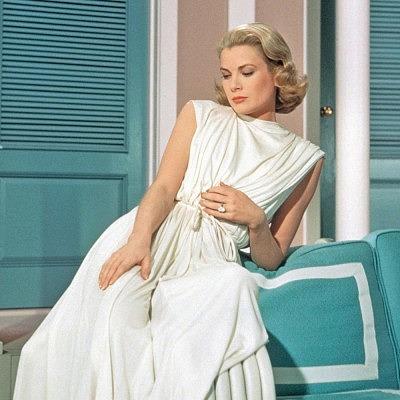 Грейс Келли во время съемок в своем последнем фильме «Высшее общество» носила обручальное кольцо Cartier, подаренное ей принцем Ренье III