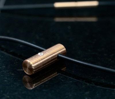 Подвеска Identity Inside с капсулой ДНК за бриллиантом