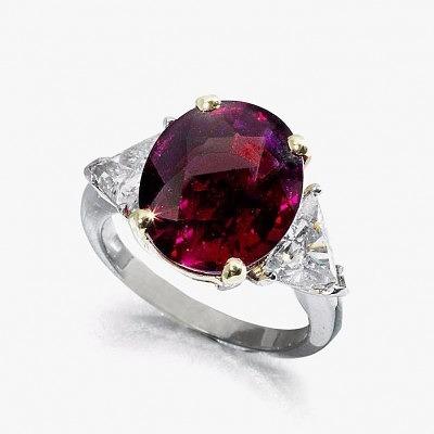Кольцо с рубином 10,28 карата, проданное за 356,1 тысячи долларов