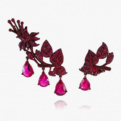 Несимметричные серьги с рубинами и турмалинами от Lydia Courteille