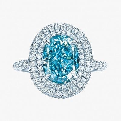 Кольцо Tiffany & Co. с бесцветными бриллиантами и голубым бриллиантом в центре