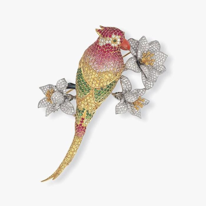 Брошь-попугай из белого и желтого золота от Angevin