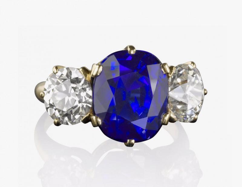 Кольцо с кашмирским сапфиром и бриллиантами от Tiffany & Co.