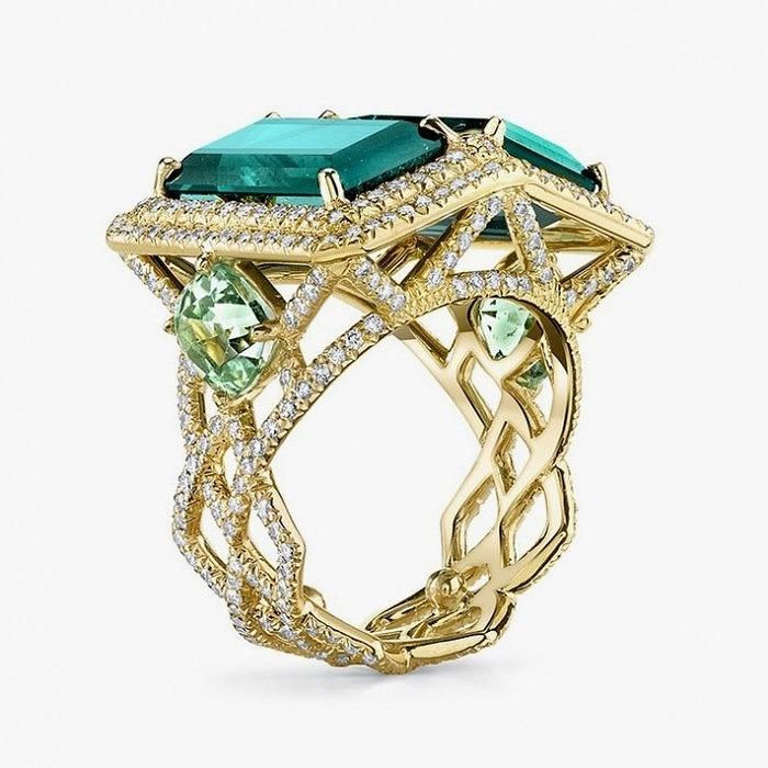 Кольцо из желтого золота от Erica Courtney