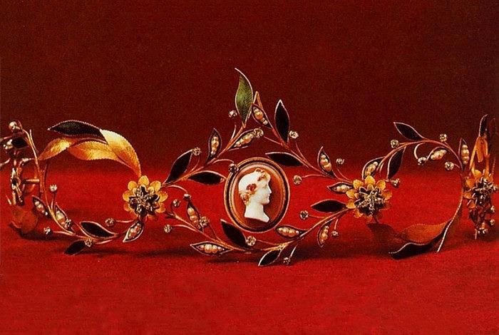 Диадема из золота с бриллиантами, жемчугом и эмалью, XVIII–XIX вв.