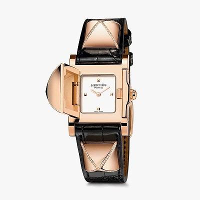Часы Hermès Médor с ремешком из кожи аллигатора и золотыми пирамидками, украшенными крестообразным бриллиантовым паве