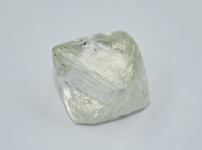 122-каратный алмаз АЛРОСА