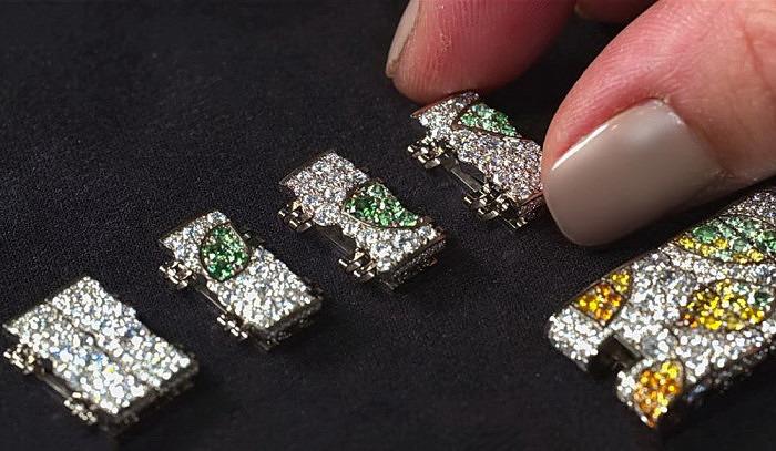 Звенья браслета часов Lady Jour des Fleurs: белое золото, инкрустированное разноцветными драгоценными камнями