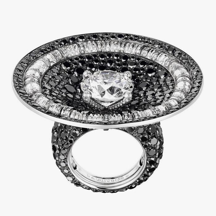 Коктейльное кольцо с бриллиантами от de Grisogono