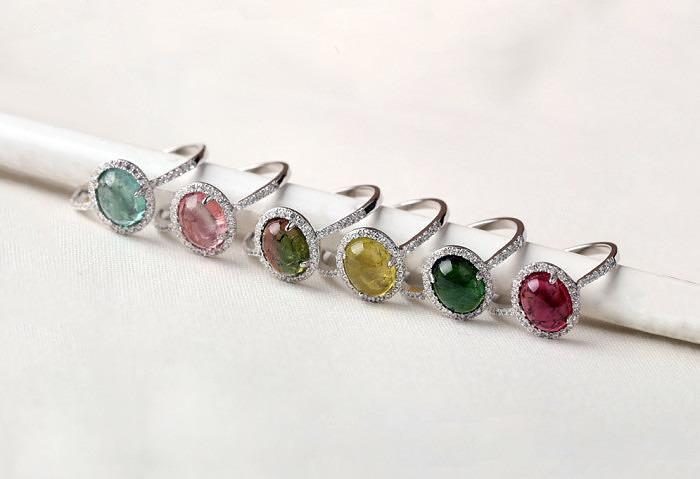 Серебряные кольца с турмалинами разных цветов в форме кабошонов от Founsh