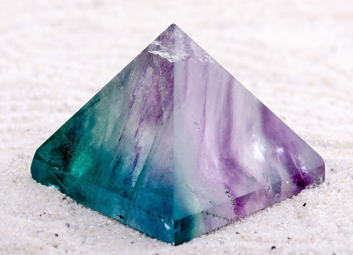 Пирамидка из флюорита. Фото: mineralmarket.ru