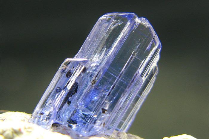 Кристалл еремеевита. Фото: nina.net.vn