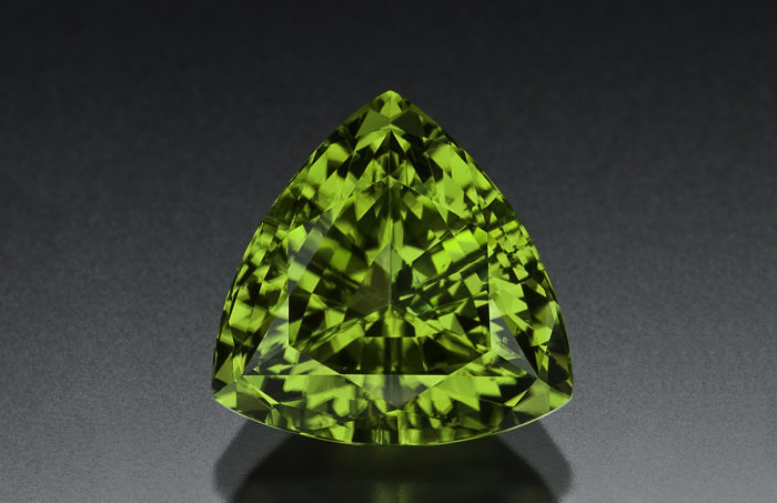 Ограненный хризолит (перидот). Фото: lauriedonovan.com