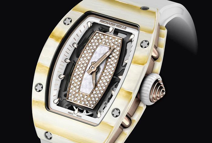 Часы RM 07-01 в корпусе из золотого кварца TPT