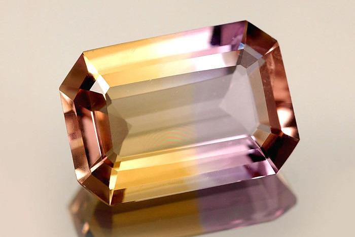 Ограненный аметрин. Фото: gemselect.com
