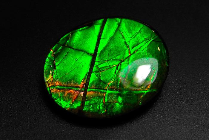 Триплет из аммолита. Фото: gemsquares.com