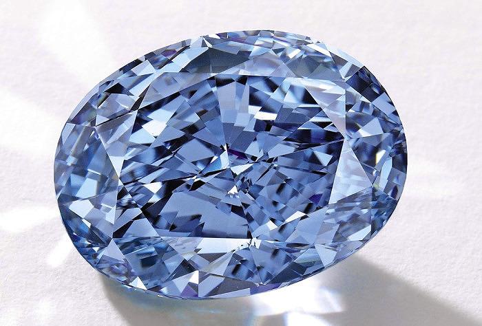 Ярко-голубой бриллиант De Beers Millennium Jewel 4