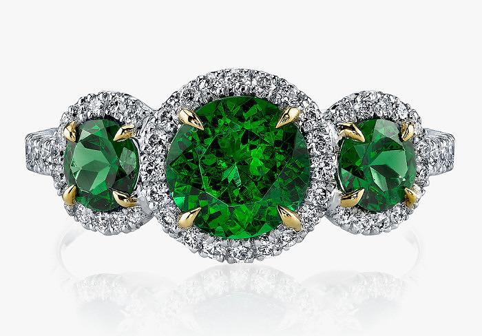 Кольцо Omi Privé с тремя круглыми тсаворитами и бриллиантами