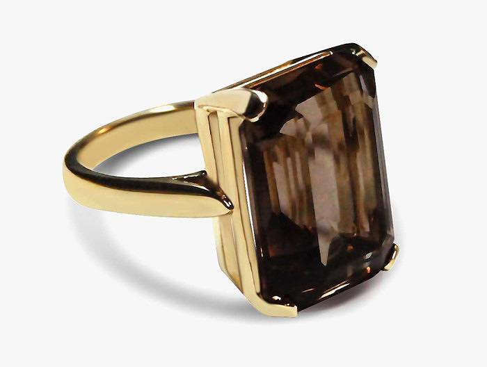 Кольцо с раухтопазом. Фото: bearbrooksbank.com