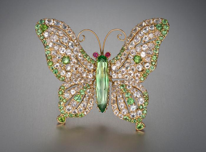 Бабочка с гидденитами. Фото: nhm.org
