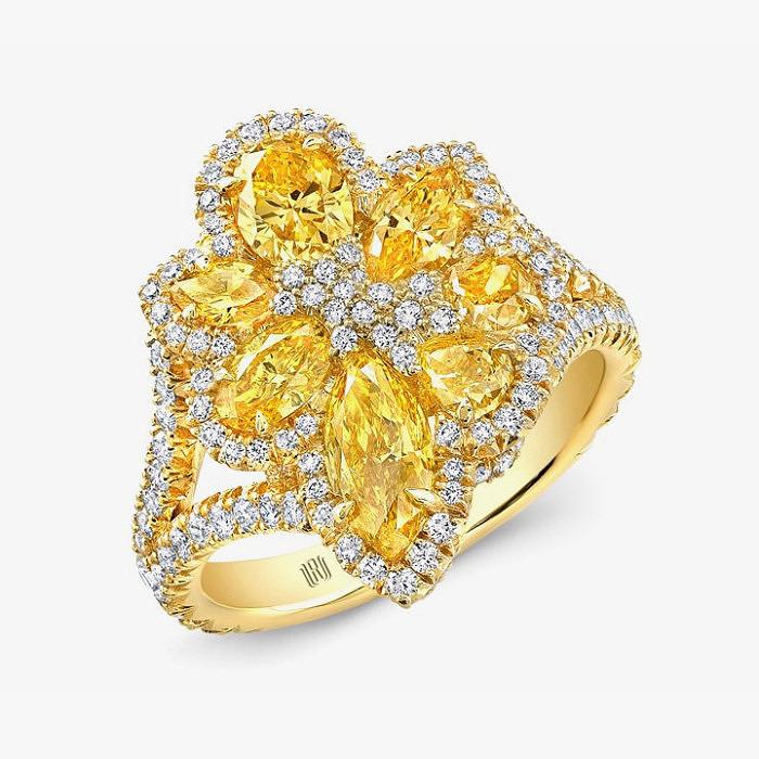 Кольцо-цветок из золота с бесцветными и ярко-желтыми бриллиантами